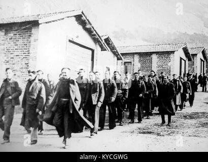 British prisoners in Sulmona POW camp, Italy, during WW2 - Stock Photo