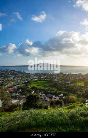 Rangitoto island is visible in the distance, under a brilliant sunrise at the top of Mt Victoria in Auckland, New - Stock Photo
