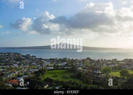 Rangitoto island is visible in the distance, under a brilliant sunrise, at the top of Mt Victoria in Auckland, New - Stock Photo
