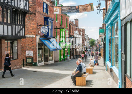 Busy Shopping Street in the City Centre of Lincoln, East England.   Moderne Einkaufstrasse in der Innenstadt von - Stock Photo