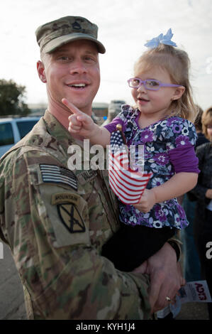 ... Staff Sgt. Jeff Valentine Holds His Daughter, Taylor, For The First  Time In