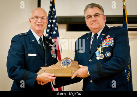 Brig. Gen. Michael Dornbush (right), the outgoing director of Joint Staff at Joint Forces Headquarters-Kentucky, - Stock Photo