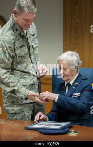 Col. Barry Gorter, commander of the 123rd Airlift Wing, presents Florence Shutsy Reynolds, 91, a former member of - Stock Photo