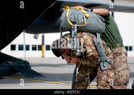 Italian Army Cpl. Felerico Yagliaroll of the 186th Parachute Regiment receives assistance with his gear from a fellow - Stock Photo