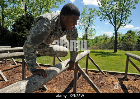 Sgt. Marc Doss with the Mississippi National Guard vaults an obstacle during the National Guard Region III Best - Stock Photo