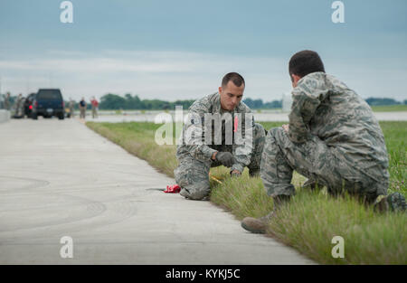 Staff Sgt. Beau DeLeon (left), a civil engineer from the New Jersey Air National Guard's 108th Contingency Response - Stock Photo