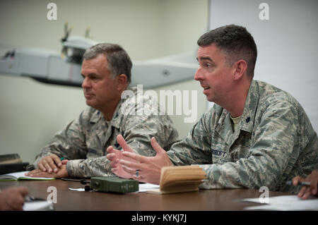 Lt. Col. Bruce Bancroft (right), director of the Joint Operations Center for Exercise Gateway Relief, and Col. Mark - Stock Photo