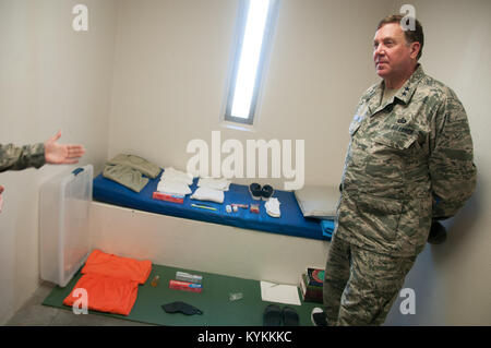 Air Force Maj. Gen. Edward Tonini, adjutant general for the state of Kentucky, is shown typical detainee living - Stock Photo