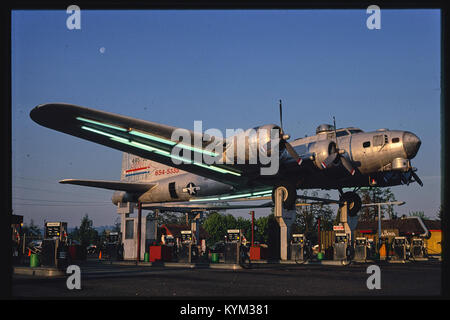Bomber gas station, diagonal view, Route 99 E, Milwaukie, Oregon 37782175302 o - Stock Photo