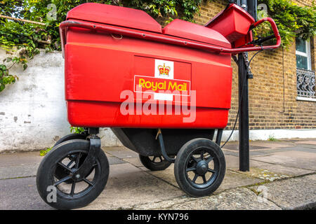 Royal Mail, four wheeled delivery trolley (high capacity used by postmen with parcels to deliver), chained to a - Stock Photo