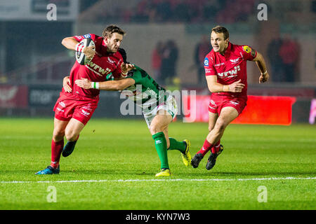 LONDON, ENGLAND - OCTOBER 28:  Dan Jones of Scarlets ( right ) ahead of the Premier League match between Arsenal - Stock Photo