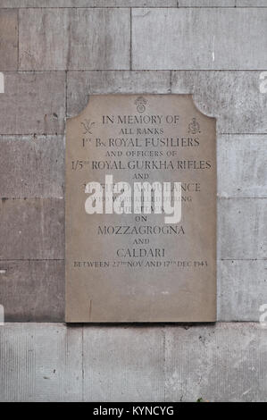 Slate in memory of soldiers killed in Mozzagrogna and Caldari. St Sepulchre's Church in London - Stock Photo