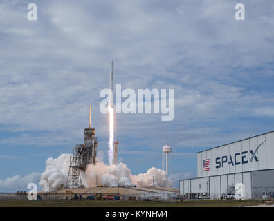 The SpaceX Falcon 9 rocket, with the Dragon spacecraft onboard, launches from pad 39A at NASA's Kennedy Space Center - Stock Photo