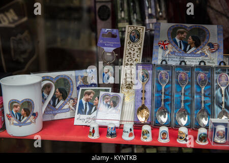 Windsor, UK. 15th Jan, 2018. Mugs, spoons and other mementos featuring images of Prince Harry and Meghan Markle - Stock Photo