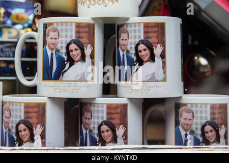 Windsor, UK. 15th Jan, 2018. Mugs and other mementos featuring images of Prince Harry and Meghan Markle have begun - Stock Photo