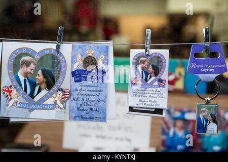 Windsor, UK. 15th Jan, 2018. Keyrings, lucky sixpences and mementos featuring images of Prince Harry and Meghan - Stock Photo