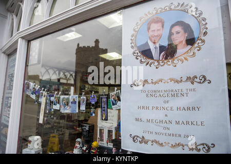 Windsor, UK. 15th Jan, 2018. Mementos featuring images of Prince Harry and Meghan Markle have begun to appear in - Stock Photo