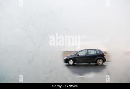 Hanover, Germany. 15th Jan, 2018. ILLUSTRATION - A car drives by, photographed through a frozen car window near - Stock Photo