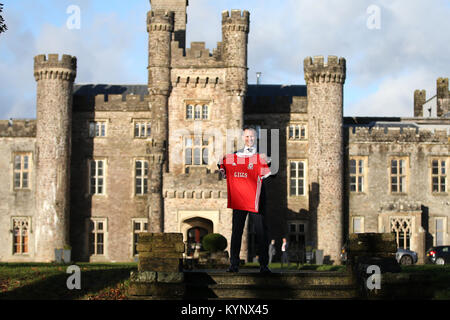 Cardiff, UK. 15th Jan, 2018. Ryan Giggs is pictured outside Hensol Castle. Press conference announcing Ryan Giggs - Stock Photo
