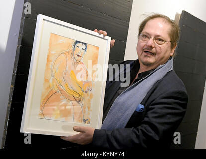 Hanover, Germany. 15th Jan, 2018. Actor Juergen Tarrach presents his painting 'Die dicke maennerfressende Chinesin - Stock Photo
