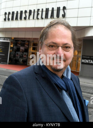 Hanover, Germany. 15th Jan, 2018. Actor Juergen Tarrach stands in front of the theatre during a press conference - Stock Photo