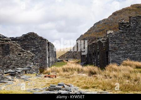 Old derelict ruins of Rhosydd slate quarry quarrymen's barracks at level 9 on edge of Snowdonia. Croesor Blaenau - Stock Photo