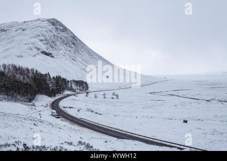Rannoch Moor, United Kingdom. 16th Jan 2018. Heavy snowfall and blizzard conditions on the main A82 road through - Stock Photo