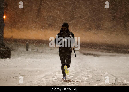 Newtownabbey, Northern, Ireland. 16th Jan, 2018. woman out running during amber weather warning as heavy snowfall - Stock Photo