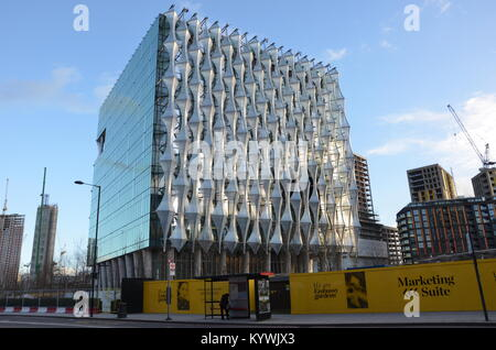 London, UK. 16th Jan, 2018. The new US Embassy in London opens to the public. 3pm, 16 January 2018. Nine Elms, Battersea, - Stock Photo