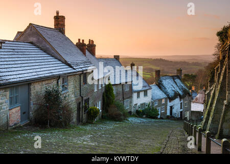 Shaftesbury, Dorset, UK.  17th January 2018.  UK Weather.  A light dusting of snow on the rooftops of the houses - Stock Photo
