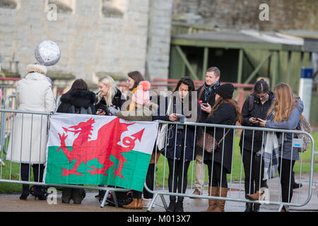 Cardiff, Wales, UK. 18th Jan, 2018. Crowds await the arrival of Prince Harry and MS Meghan Markle who visit Cardiff - Stock Photo