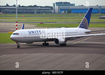 AMSTERDAM, NETHERLANDS - JULY 11, 2017: United Airlines Boeing 767-300 at Schiphol Airport in Amsterdam. Schiphol - Stock Photo