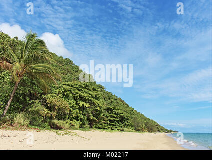 The more northerly aspect to the views at Ellis Beach on the Captain Cook Hwy scenic drive to Port Douglas from - Stock Photo