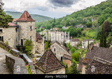 department of Lot region of midi-pyrenees are the houses of the village Saint Cirq Lapopie and the surrounding nature - Stock Photo