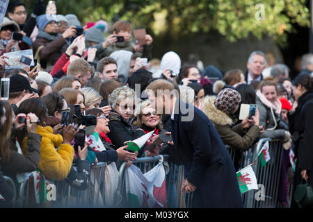 Cardiff, UK. 18th Jan, 2018. eager crowds greet Prince Harry and Ms Meghan Markle on their royal engagement tour - Stock Photo