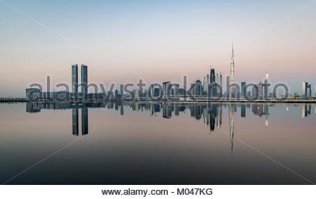 Dubai, UAE. 19th Jan, 2018. Clear weather on Dubai at sunrise with 16 degree Celsius (61F), United Arab Emirates - Stock Photo