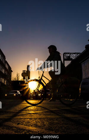 London, UK. 19th Jan, 2018. Cyclists make their way to work in London Bridge on another cold but clear day in the - Stock Photo
