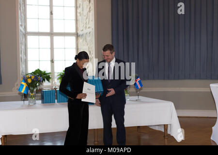 Stockholm, Sweden. 19th Jan, 2018. From 17 to 19 January, Iceland's President Guðni Thorlacius Jóhannesson, visiting Sweden at the invitation of The King. President Jóhannesson visiting Sweden with his wife, Eliza Jean Reid. The royal couple and the presidential couple visiting Uppsala Castle. Icelands Foreign Minister Gudlaugur Thor Thordarson handed over a book donation of the new Swedish translation of the Icelandic sagas to Culture and Democrat Minister Alice Bah Kuhnke. Credit: Barbro Bergfeldt/Alamy Live N