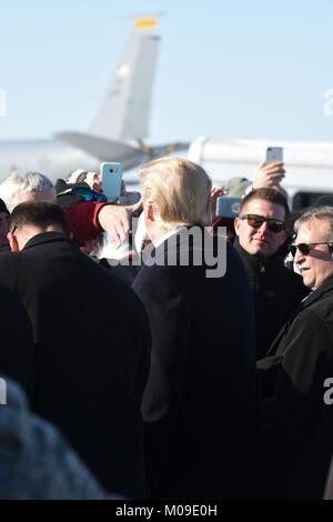 U.S. President Donald Trump greets service members and supporters on arrival at the Pennsylvania Air National Guard - Stock Photo