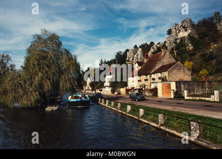Canal du Nivernais France. The Canal du Nivernais links the Loire with the Seine following approximately the course - Stock Photo