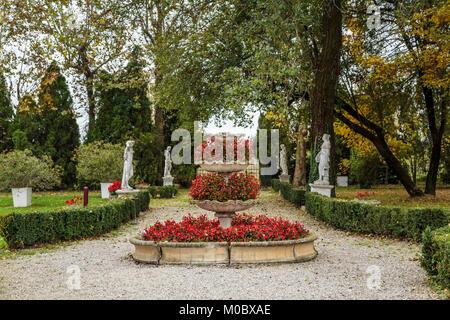 Fal foliage in the gardens of the Villa Braida Hotel in Veneto, Mogliano, Venice, Italy, Europe. - Stock Photo