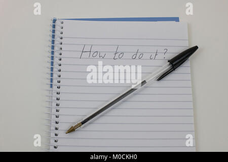 Handwriten 'How to do it?' on notepad - Stock Photo