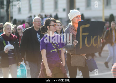 WASHINGTON, DC, USA. 20th January, 2018. Nearly a year after the historic Women's March on Washington, activists gather in the US capital once again to make their voices heard. Protesters marched from the Lincoln Memorial to the White House. Credit: Nicole Glass / Alamy Live News.