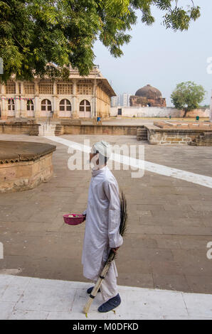 AHMEDABAD, GUJARAT, INDIA. 10th December, 2017, Portrait of a aged muslim man at Sarkhej Roza a mosque and tomb - Stock Photo