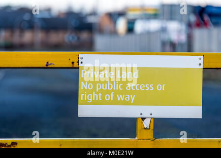 Private land no public access or right of way yellow sign on entrance gate. - Stock Photo