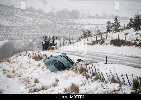 Yorkshire, UK. 21st Jan, 2018. The road from Hawes to Ingleton, the B6255, in the Yorkshire Dales, proved too tricky - Stock Photo