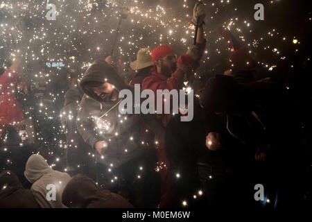 Barcelona, Catalonia, Spain. 21st Jan, 2018. In Barcelona devils and revelers enjoy amidst the pyrotechnics during - Stock Photo