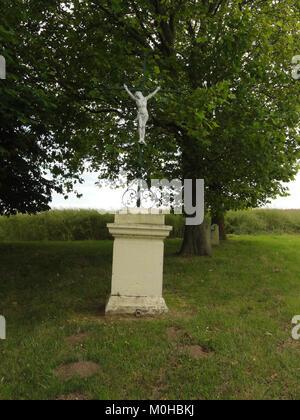 Bucy-lès-Pierrepont (Aisne) croix de chemin ouest - Stock Photo