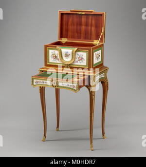 Jewel coffer on stand (petit coffre à bijoux) MET DP120780 - Stock Photo