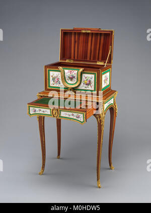 Jewel coffer on stand (petit coffre à bijoux) MET DP-14422-002 - Stock Photo
